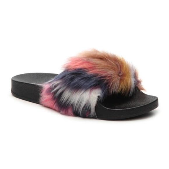 5e1071d14cd Steve Madden Softey Fluffy Slides Sz 8 & 9 Boutique